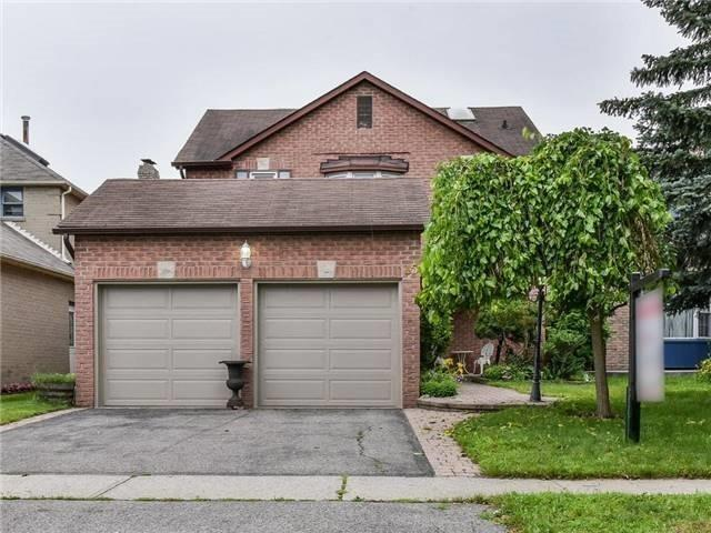 15 Carnelly Cres, Ajax