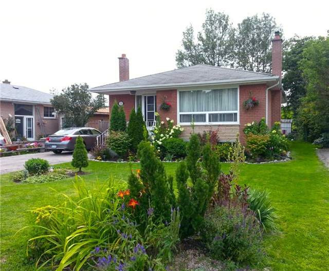 13 Aurora Heights Dr, Aurora